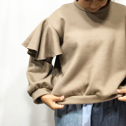 TOPS : FRILL SLEEVE TOPS / CAMEL ¥18,360-
