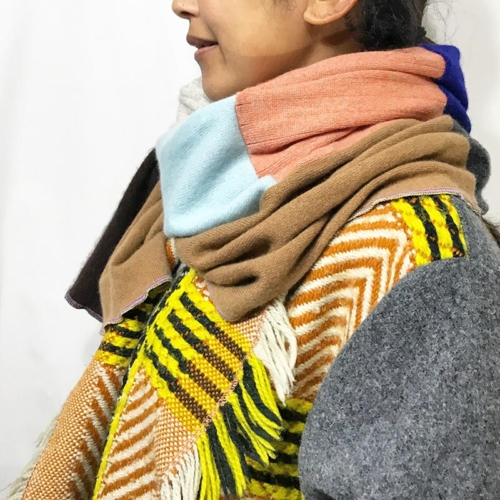 CASHMERE MIX SHAWL ¥21,600-